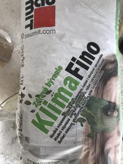 Baumit KlimaFino je přírodně bílá vyhlazovací stěrka na vápenné bázi pro interiéry s vysokou paropropustností. (Zdroj: Wienerberger)