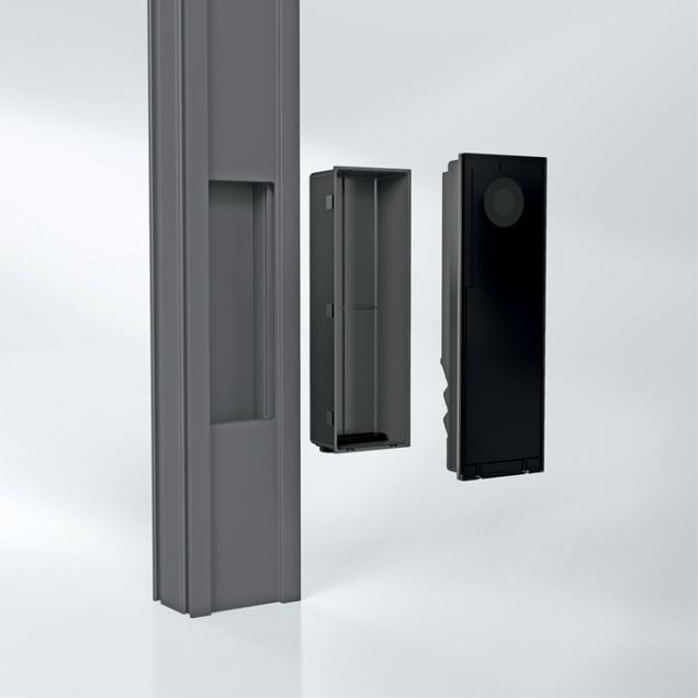 Obdélníkový výřez a samostatné instalační pouzdro umožňují rychlou a snadnou instalaci. (Zdroj: Schüco)