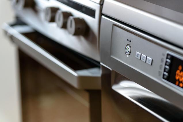 Myčka na nádobí už dávno není luxusní výsadou pro pár vyvolených. Tento spotřebič je skvělým pomocníkem, který nad ručním mytím vyniká díky mnoha vlastnostem. (Zdroj: Alza.cz)