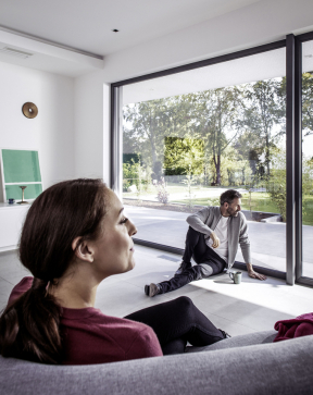Čím kvalitnější bude okenní systém, tím se můžete cítit bezpečnější. (Zdroj: REHAU)