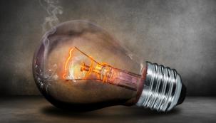 Stýská se vám po klasických žárovkách? Je snadné vzpomínat s nostalgií na jejich hřejivé světlo a zapomenout přitom na časté výměny žárovek ve svítidlech a vysoké účty za elektřinu. Díky LED světelným zdrojům je dnes naštěstí lehké nejen napodobit světlo vláknových žárovek, ale i jejich vzhled. (Zdroj: E-light.cz)