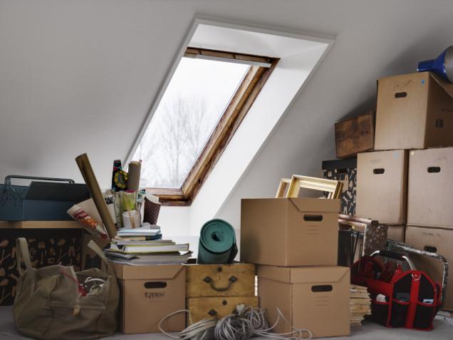 Více oken přináší více života – s novými střešními okny VELUX získáte nejen více denního světla, ale i dostatek čerstvého vzduchu. Nyní navíc můžete střešní okna VELUX pořídit výhodněji díky dotaci 1000 Kč na každé vyměněné střešní okno strojsklem. Více na www.vicesvetla.cz.Akce platí pouze do 30. dubna! (Zdroj: VELUX)