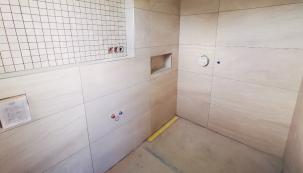 Spojení praktičnosti, estetiky a nadčasového designu nabízí prostory koupelen. (Zdroj: Wienerberger)