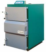 Ekologický a zplyňovací kotel Vigas 25 S s tepelným výkonem 5–31 kW. Využívá dohořívání a přehořívání paliva s efektem pyrolytického spalování (VIGAS)