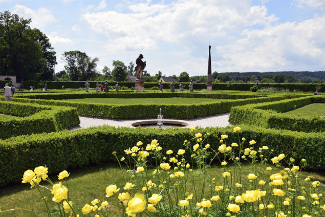 Zahrada byla plánována tak, aby si návštěvníci mohli na rostliny sáhnout, přivonět si k nim a třeba je i ochutnat, ačkoli se sklizní se to nesmí přehánět