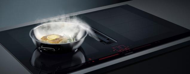Nová deska inductionAir Plus z exkluzivní řady studioLine značky Siemens oslňuje svým designem, praktičností a novými možnostmi umístění.(Zdroj: Siemens)