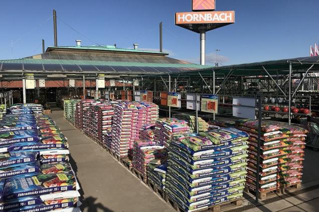Od čtvrtka 9. dubna otevřou projektové markety Hornbach pro všechny zákazníky. Vyplývá to zjednání vlády, která umožnila jejich znovuotevření. I nadále budou dle jejího nařízení platit přísná opatření pro dodržování hygienických pravidel. Stále také platí možnost nákupu přes e-shop. (Zdroj: Hornbach)