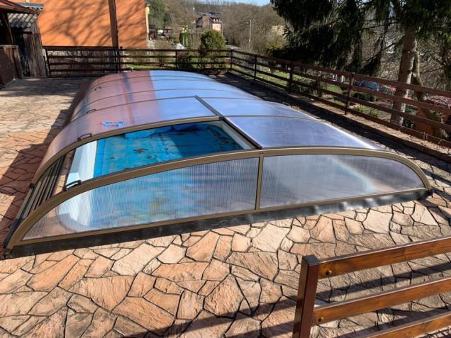 Trvalé zastřešení bazénu je vkusným, a hlavně funkčním řešením většiny běžných problémů, spojených sjeho údržbou a používáním. (Zdroj: Alupo)