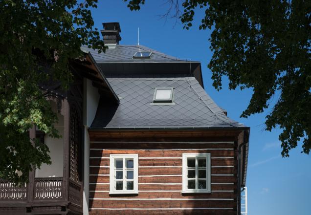 Střešní okna v historickém domě v Novém Boru (Zdroj: Solara)