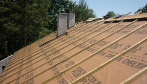 Pokud se rozhodujete pro realizaci střechy a výběr vhodných materiálů, konkrétně pojistné hydroizolace, neměli byste vžádném případě výběr a nákup podcenit. (Zdroj: Dörken)