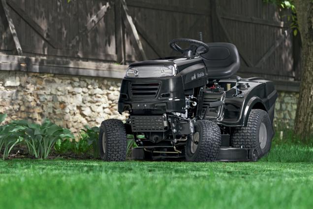Zahradní traktor MTD (Zdroj: Hornbach)