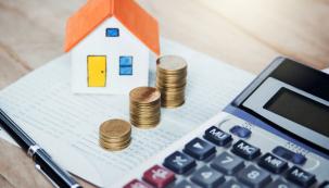 Pokud stavíte nebo rekonstruujete dům, musíte zvážit celou řadu aspektů. Na začátku budete zcela jistě řešit také otázku financí