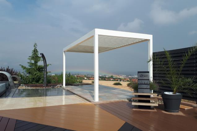 Samonosná bioklimatická pergola ARTOSI je navržena v inovativním a čistém designu z vývojového oddělení společnosti ISOTRA. (Zdroj: ISOTRA)