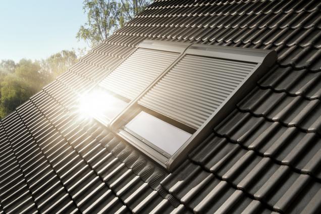 Pokud si vobdobí od 18. května do 18. července koupíte venkovní roletu VELUX na solární pohon, dostanete zpět 2000 korun za každý zakoupený kus. Stačí se zaregistrovat na stránce www.velux.cz/letovestinu, kde najdete potřebné informace.