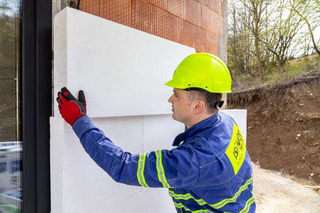 Tradiční bílé fasádní desky pro ETICS mají označení ISOVER EPS 70F.