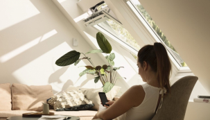 Moderní technologicky vylepšená střešní okna VELUX s izolačním trojsklem zajišťují i dostatečný tepelný komfort jak v létě, tak v zimě