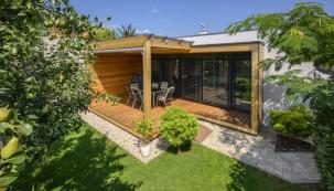 Příjemný a nenápadný bungalov vyjadřuje touhu majitelů po jednoduchosti a přírodě