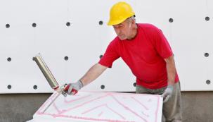Nejrozšířenějším způsobem, jak dosáhnout zateplení domu s velkou účinností, jsou kontaktní zateplovací systémy. Princip je založen na tom, aby těsným kontaktem se zdí systém udržel teplo uvnitř, a naopak nepropouštěl nežádoucí chlad a vlhkost zvenčí