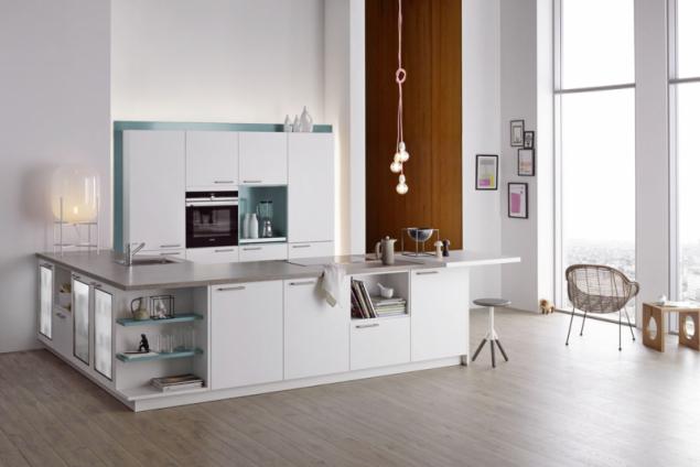 Zřady kuchyní značky Dolti pochází sestava Colorama Ocean. Kombinace bílé amodré je charakteristická pro tradiční řeckou architekturu, www.oresi.cz