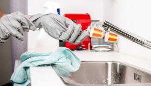 Za ucpání odtoku většinou mohou různé nečistoty a zbytky, které se postupně usadily vodtokovém kanálku a zabraňují tak vodě, aby volně odtékala