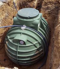 Důležité je zvolit správnou velikost nádrže. Odvíjí se od plochy střechy a vydatnosti srážek v lokalitě. Typ nádrže závisí na geologických podmínkách a také na účelu využití vody (NICOLL)