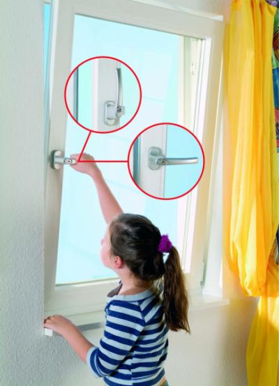 Vtipně využívá okenní profil systém SYNEGO 116. Jedná se o efektivní a přitom velmi účinný způsob pasivního větrání (zdroj: DAFE-PLAST)