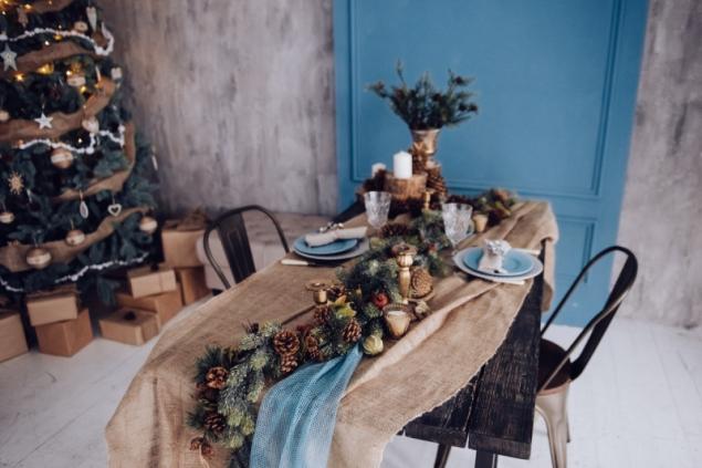 Modré prostírání (zdroj: Shutterstock)