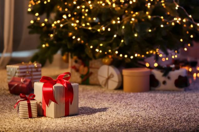 Dárky pod stromečkem (zdroj: Shutterstock)