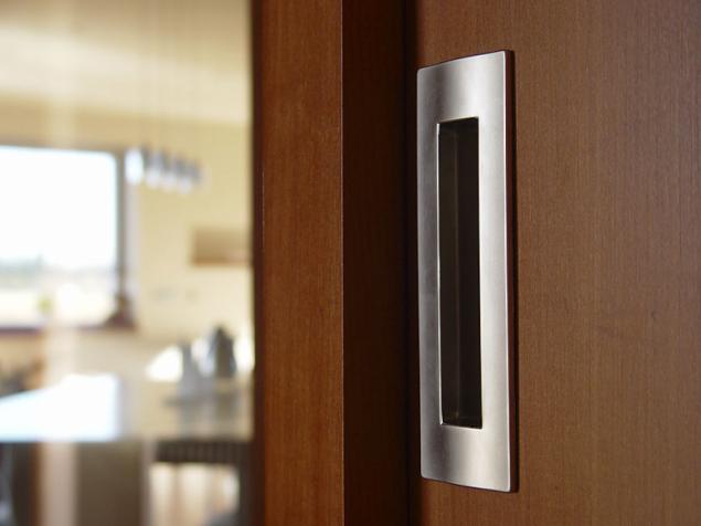 Mušle Entero II je oblíbený produkt na posuvné dveře, doplňující celou řadu nerezového kování M&T. K těmto mušlím je vhodný i boční úchyt Entero pro vysunutí dveří z dveřního pouzdra