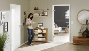 Skleněné dveře GlassLine jsou nejen elegantní a vkusné, ale zároveň otevřou a zpříjemní domov a každému prostoru dodají zcela zvláštní kouzlo (HÖRMANN)