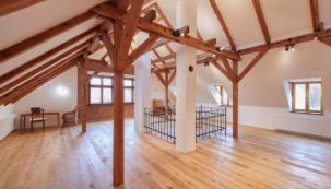 Stará půda rodinného domu vOndřejově nedaleko Prahy se dočkala dlouho očekávané proměny pomocí sádrokartonu
