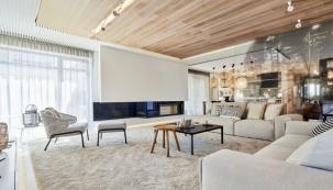 Interiér rodinného domu v Průhonicích je manifestem navrhování bydlení podle Michala Kunce a jeho týmu