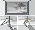 8. krok: Gumovou stěrkou vyhlaďte spoje fototapety a vytlačte přebytečné lepidlo. Pokud se vám oddělí rohy fototapety, vložili jste tam málo lepidla. Jednoduše zvedněte roh fototapety a přidejte lepidlo. Opět uhlaďte
