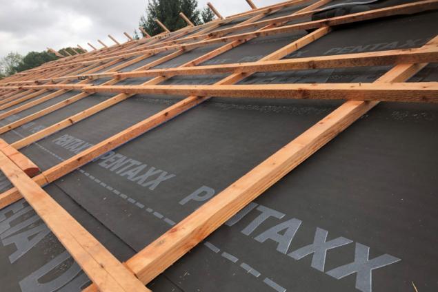 Realizace střechy s pojistnou hydroizolací DELTA®-PENTAXX (zdroj: Dörken)