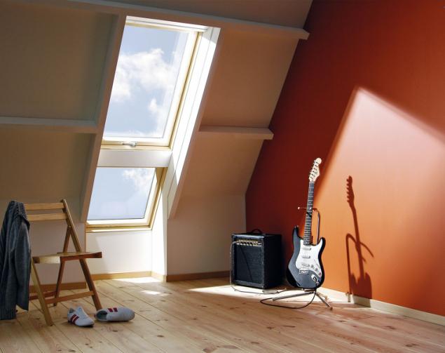 Lišty Duet umožňují estetické a jednoduché spojení mezi střešními okny ve svislé okenní sestavě, montáž je snadná a rychlá (FAKRO)