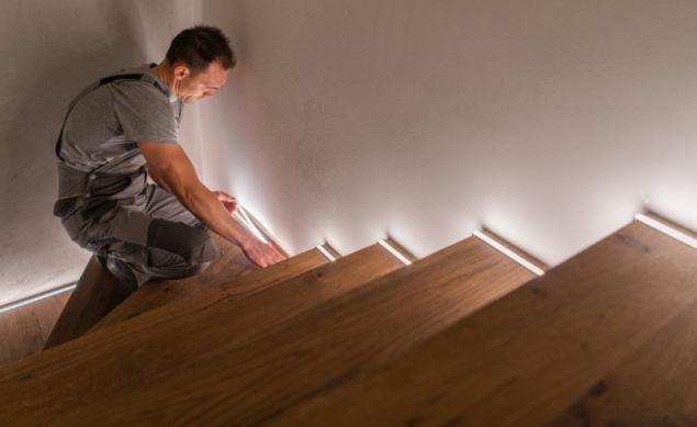 LED pásky na schodišti