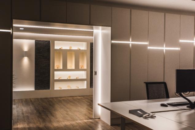 Osvětlení poliček LED pásky