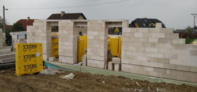 Rodinný dům v Podvihově - snímek z výstavby (zdroj: Xella)