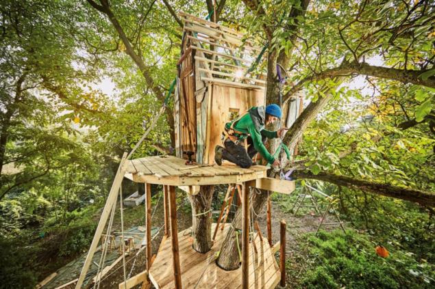 Stavba domku na stromě (zdroj: Hornbach)