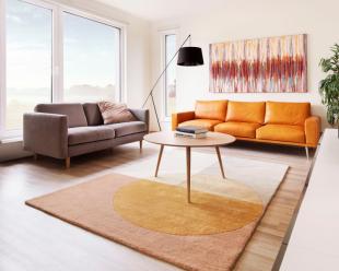 Nečekaně velkorysý vnitřní prostor je dán samotným konstrukčním systémem domu. Ten je navíc neuvěřitelně odolný, masivní a energeticky úsporný, takže je to opravdu dům na celý život