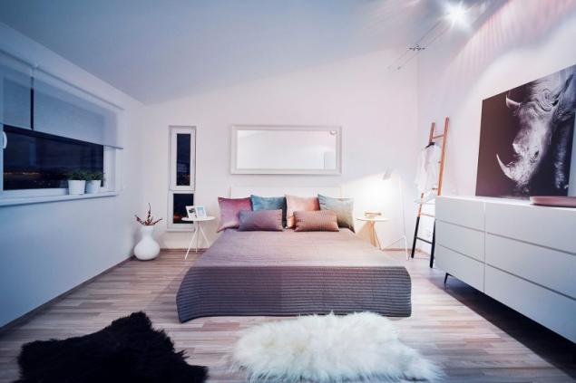 Plnohodnotná výška místností v druhém patře přináší více prostoru a umožňuje zařídit si zde luxusní ložnici, vzdušné dětské pokoje či reprezentativní pracovnu