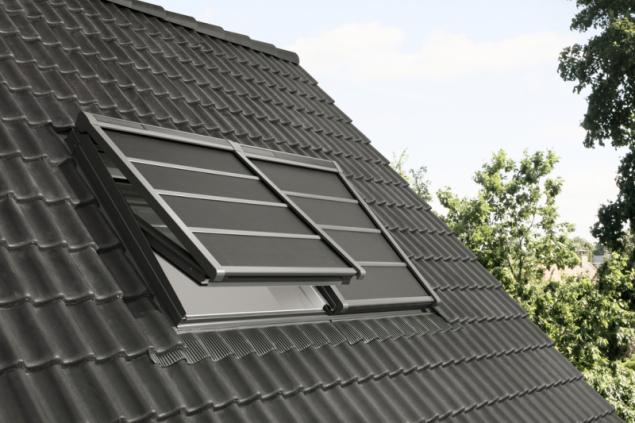 Lehká venkovní roleta VELUX na solární pohon