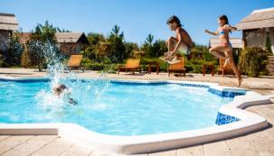 Vlastní zahradní bazén, ve kterém se můžete svlažit během parných letních měsíců, představuje vítanou alternativu kpřeplněným veřejným koupalištím