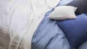 Lůžkoviny by se měly umět přizpůsobit teplotě v ložnici během roku, měly by odpuzovat vlhkost, důležitá je velikost, objem, hřejivost, hmotnost nebo to, zda jehypoalergenní