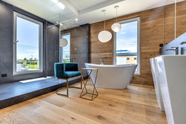 Prostor pro hlavní koupelnu je více než nadstandardní a umožní z ní vytvořit dokonalou soukromou relaxační oázu