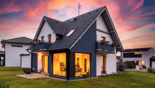 Architektonické řešení domu Romance důmyslně zapojuje do variabilního pojetí interiéru i exteriér. Stačí otevřít francouzská okna a život se může přesunout ven